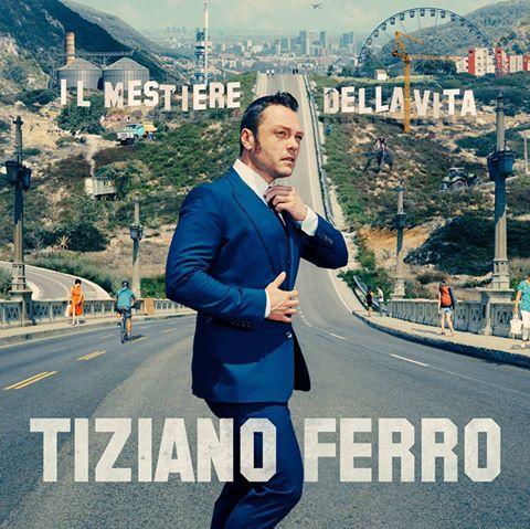 Tiziano Ferro mostra la cover del nuovo album,
