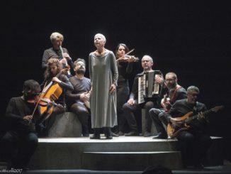 Occident Express, Ottavia Piccolo e l'Orchestra Multietnica di Arezzo - Foto Botticelli