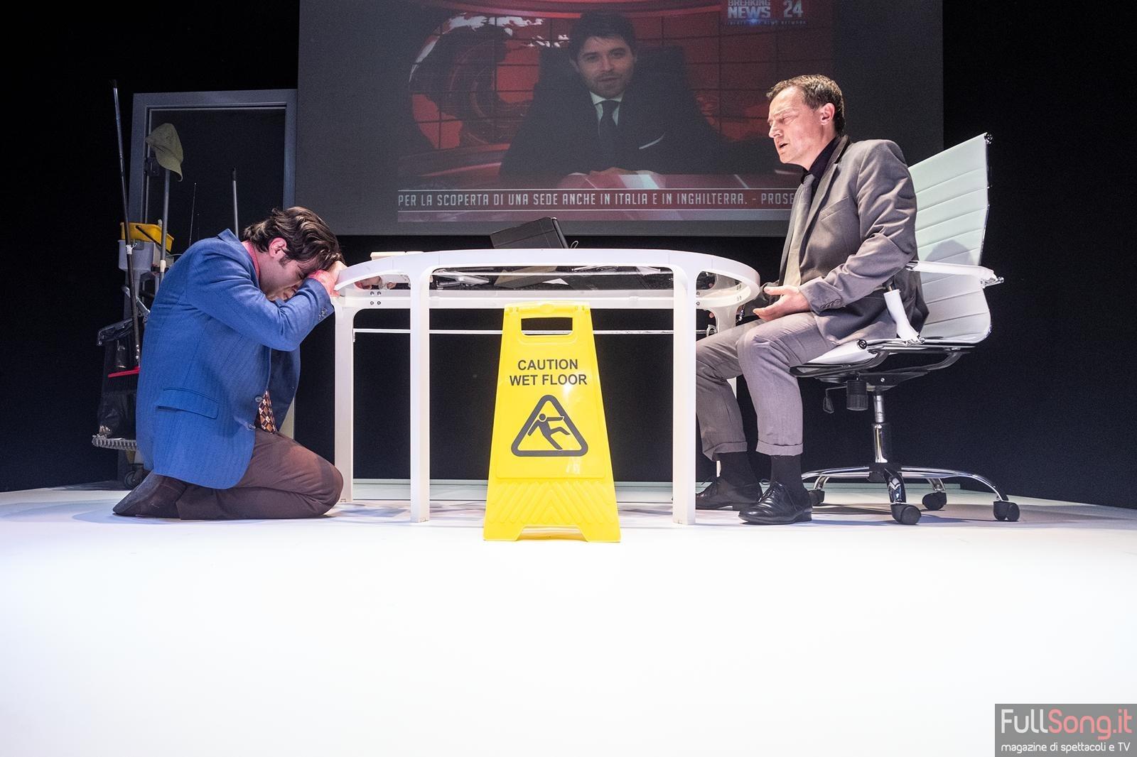 Wet floor, teatro